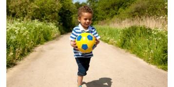 کودک 3 ساله ی شما و بازی کردن با توپ